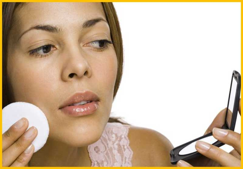 Myth: If You Have Acne You Should Not Use Make Up