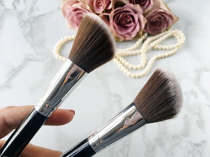 Cala Angled Contour Brushes