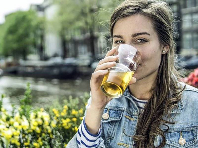 Rinsing hair with beer