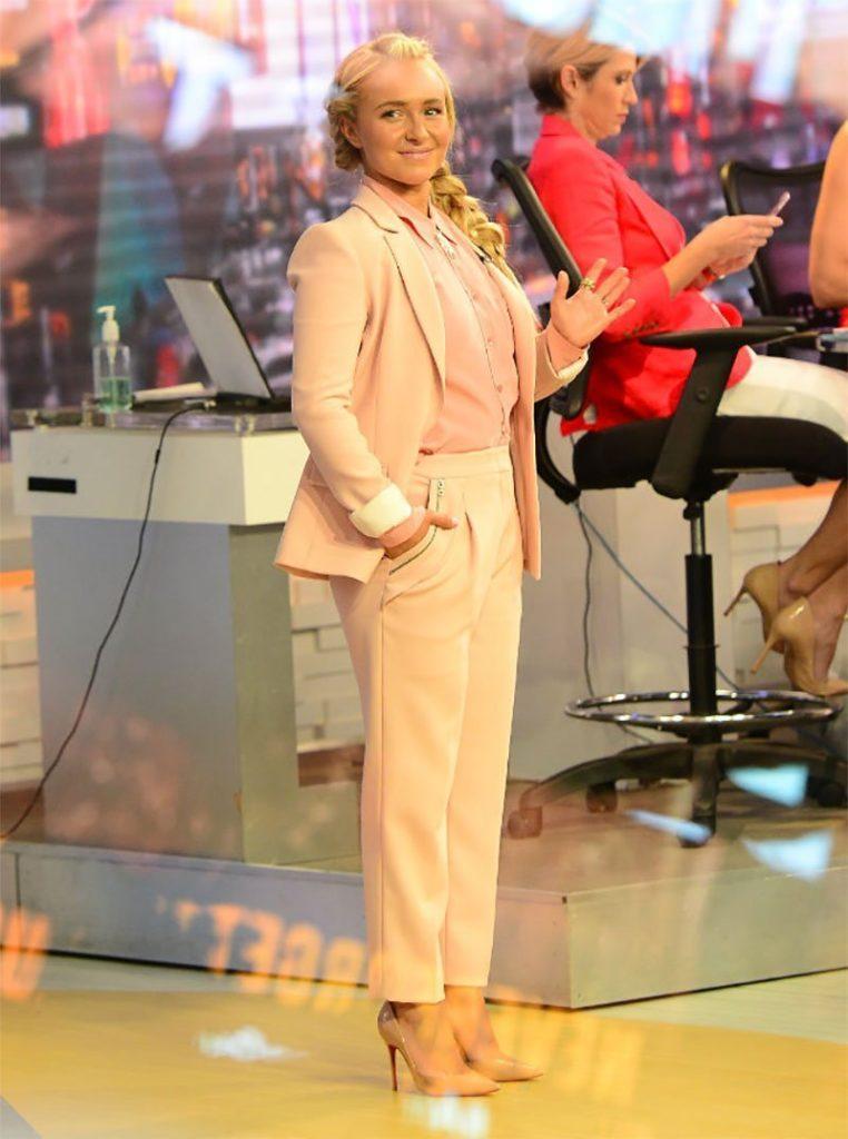 Hayden Panettiere pink suit