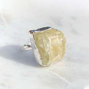 Hiddenite rock ring set