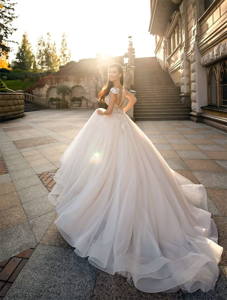 What do you need to know before buying a wedding dress