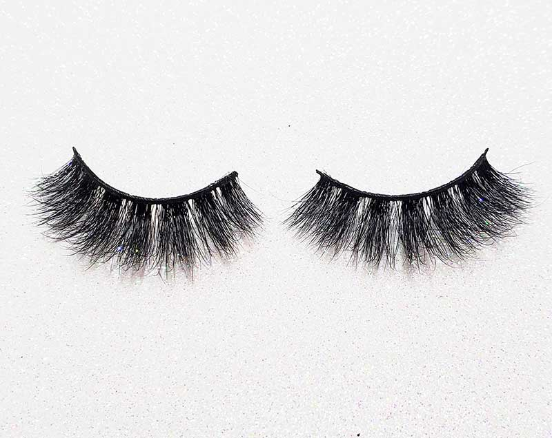 How To Put On Eyelashes Yourself At Home