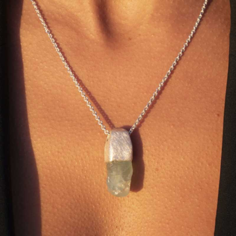 How to Buy a Necklace Pendant in the Perfect Size