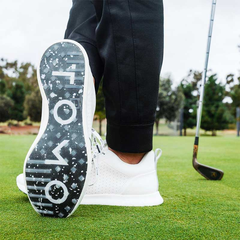 Spiked or Spikeless Golf Shoes - What Is the Best Fit and Style?