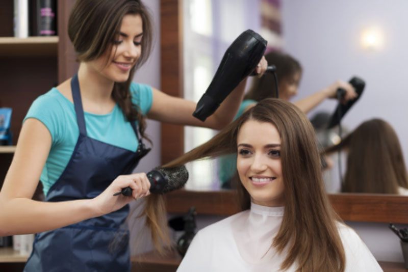 Top 4 Factors to Consider When Choosing Hair Salons