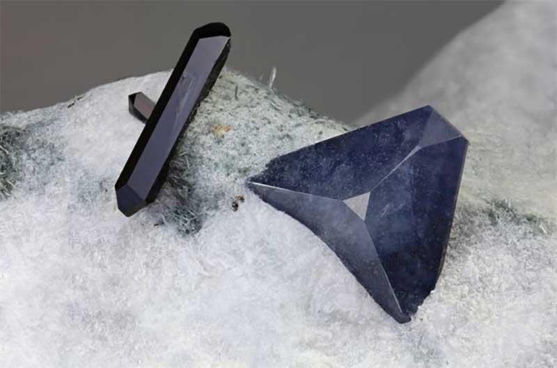 Benitoite mineral - Matteo Chinellato - ChinellatoPhoto / Getty Images