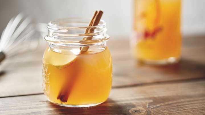 Applying Apple Cider Vinegar