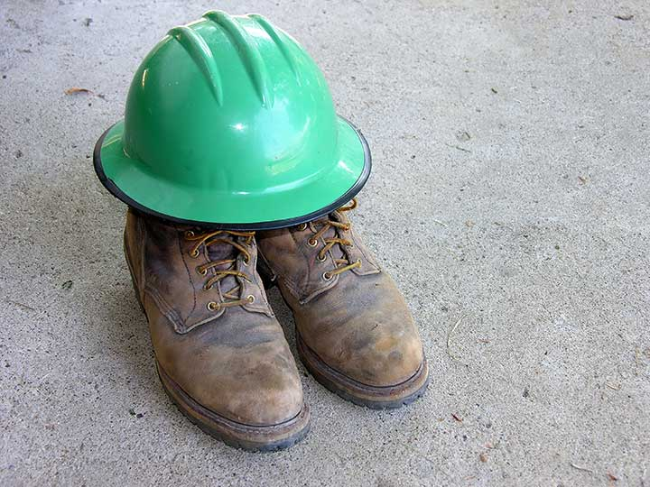 Mine Safety Walking Tips - Why You Should Wear Steel Toe Miner Boots