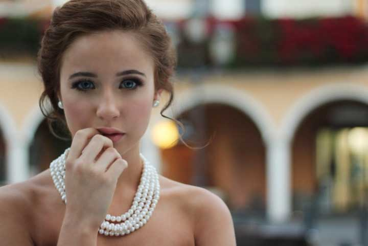 Looking Stylish: This Is How to Wear Jewelry Effectively
