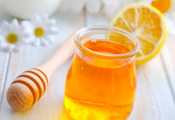 How to exfoliate lips with Sugar and Honey