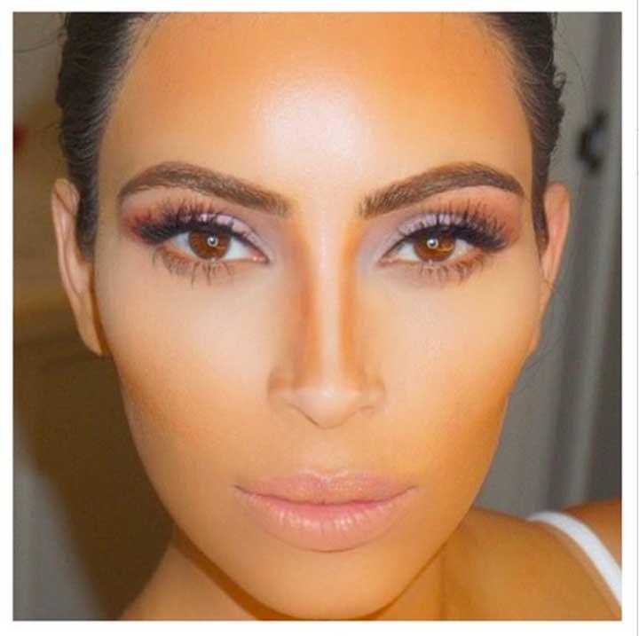 Kim Kardashian contouring and highlighting nose