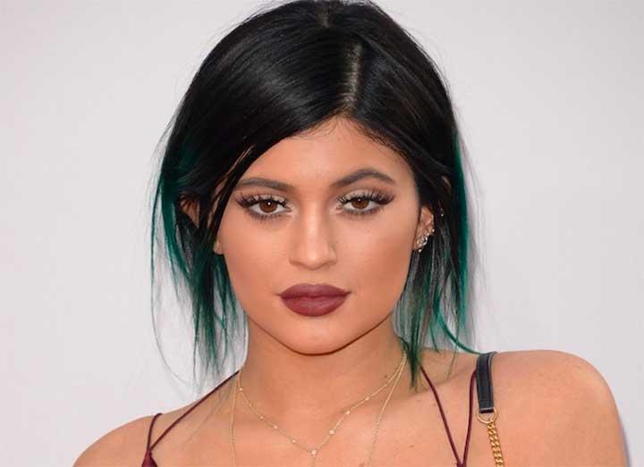 9 Makeup Tutorials That Make Small Lips Look Fuller And Bigger