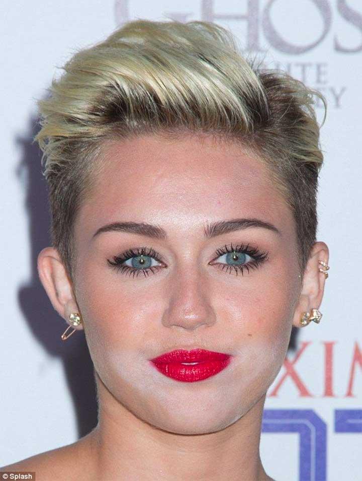 Miley Cyrus Messy Powder