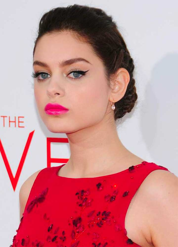 Eyeliner: Odeya Rush The Giver Premiere red dress hair makeup