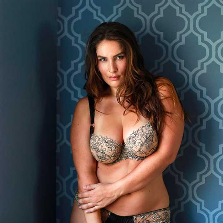 A model wears the Isabelle bra and classic thong set