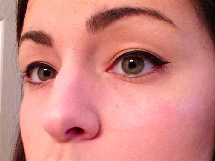 Water activated eyeliner