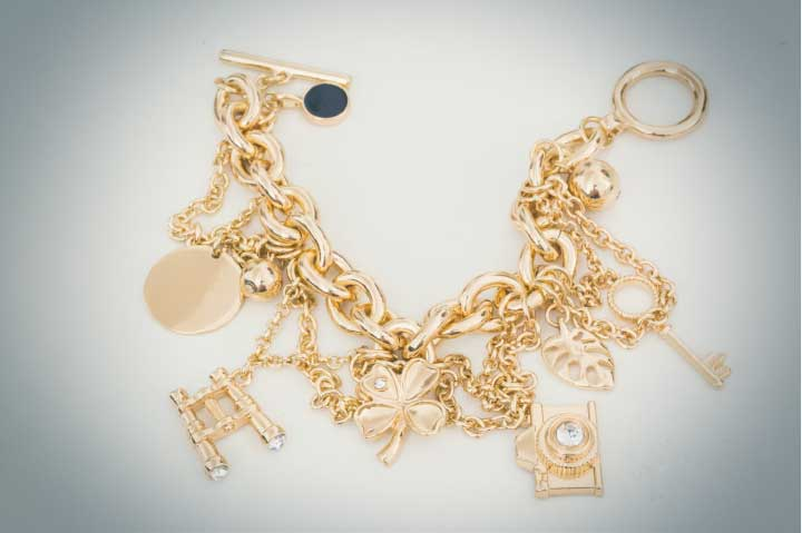 How To Choose a Fitting Charm Bracelet for Women